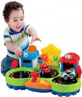 Fisher-Price Chase & Race Town
